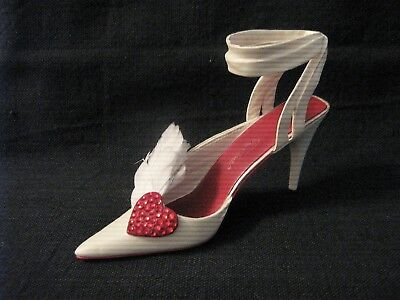 """Just the Right Shoe by Raine ~ """"Hearts Aflutter"""" ~ 2003 Miniature ~ #25440"""