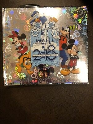 Walt Disney World  2018 Silver Autograph and Photo Book with Pen NEW