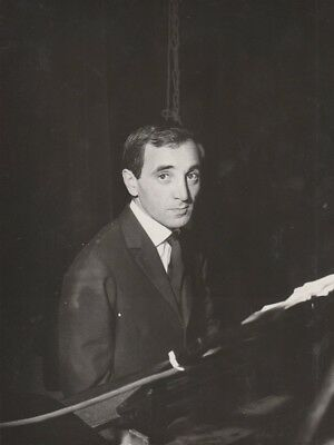 Superbe photo originale NB  CHARLES AZNAVOUR