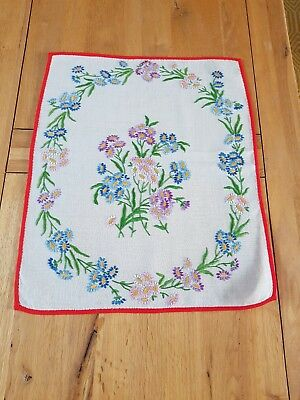 Pretty Vintage Linen Hand Embroidered Tray Cloth Table Centrepiece