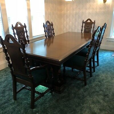 Vintage Dining Room Set with Hutch, Excellent condition, 42x96