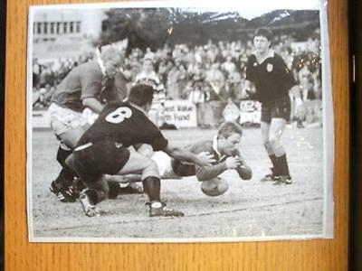 18/08/1989 British Lions Press Photo: N.S.W Country (In Newcastle) - Lions Scrum
