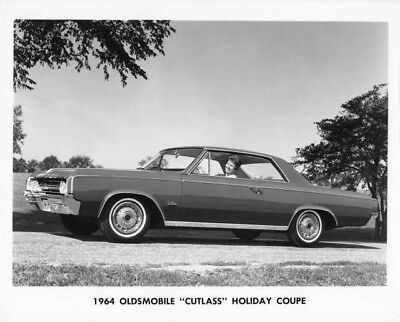 1964 OLDSMOBILE CUTLASS Holiday Coupe Press Photo and Release 0077