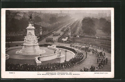AK Coronation Procession 1911, Their Majesties Passing The Queen Victoria Memor