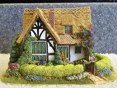 Lilliput Lane .. CANDY TWIST COTTAGE ..Collectors Club - Exclusive .. BOX & DEED