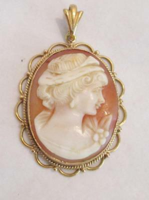 BEAUTIFUL ANTIQUE 9ct GOLD CAMEO PENDANT VERY PRETTY LADY CARVED SHELL FIGURE
