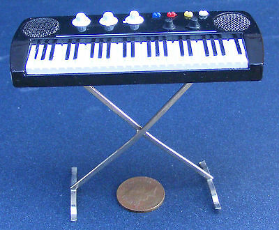 1:12 Scale Key Board On A Stand Tumdee Dolls House Miniature Music Instrument 56