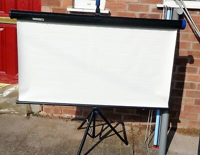 NOBO 1250mm X 1250MM MATT TRIPOD PROJECTOR SCREEN: ADJUSTABLE COLLAPSIBLE