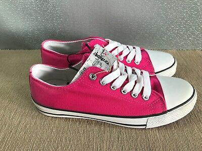 BNWT Ladies older Girls Sz 10 Rivers Doghouse Brand Hot Pink lace up Canvas Shoe