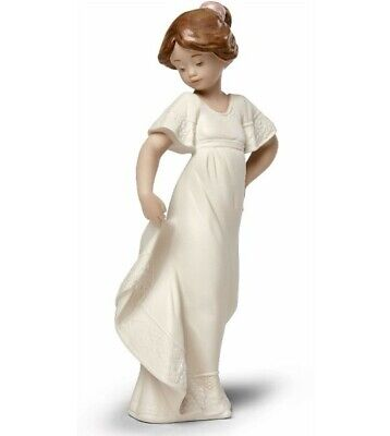 Nao By Lladro Gres How Pretty Brand New In Box #12038 Girl Dress Posing Dancing