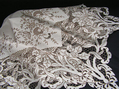 Stunning Antique/vtg Madeira Lush Embroidered Cutwork Lily Flower Lace Tableclot