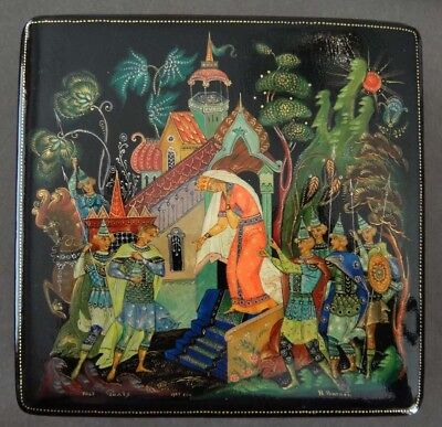1977 Russian Hand Painted Queen-Castle-Warriors PALEKH Black Lacquer Box Signed