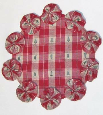 CHRISTMAS CANDY YOYO Candle Mat Green Red Doily 10