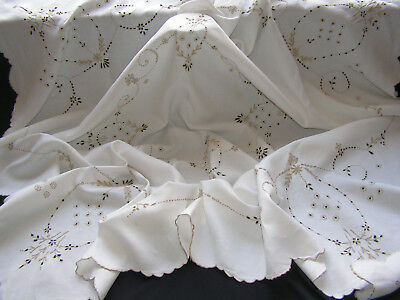 B'ful Lge Vintage Decoartive Madeira  Hand Embroidered Linen Tablecloth