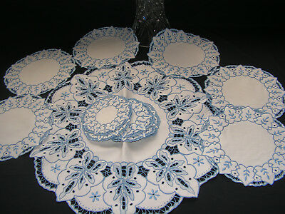 B'fu Vtg Set Of 12 Richly Hand Embroidered Maderia Linen Sm Round Cloth & 11 Mat