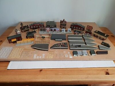 JOB LOT OF MIXED  BUILDINGS /platforms/figures/ Used some for Spares/Repairs