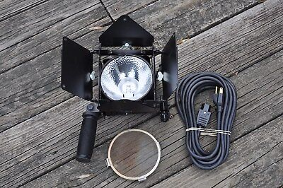 Lowel Omni Tungsten Light  w/Scrren, Power Cord, Instr. Sheet, & T1-20 Gel Holde