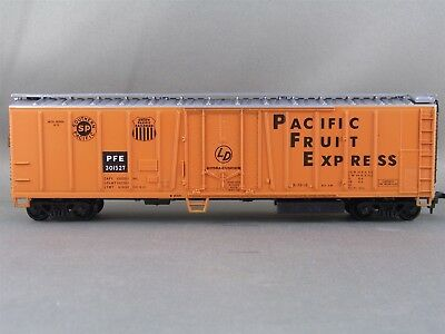 Athearn - Pacific Fruit Express - 50' O/B Mechanical Reefer + Wgt # 301527