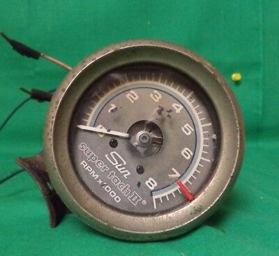 vintage sun super tach ii--8000 rpm-with mounting bracket