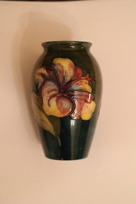 MOORCROFT CORAL HIBISCUS ON GREEN VASE 4.25in 1ST QUALITY {PAPER LABEL}