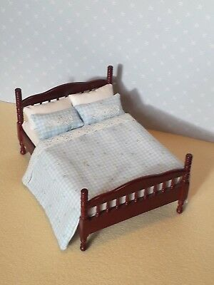 Dolls House Furniture: Wooden Double Bed in Mahogany finish + Bedding 12th scale
