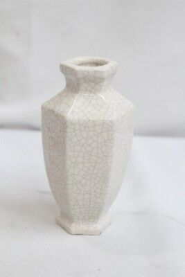 Made in China Porcelain 6 Sided White Crackle Cabinet Vase