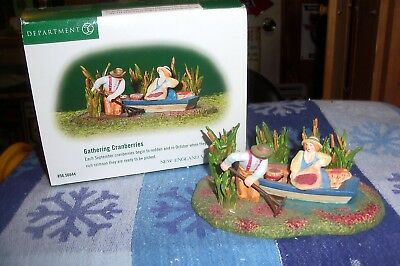 Dept 56 Gathering Cranberries #56644  New England Village / Retired  Mib