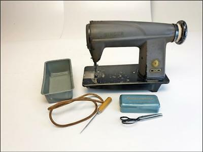 Vintage SINGER 600 WI SEWING MACHINE commercial head leather quilting industrial