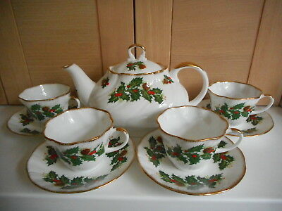 Queen's Rosina China Co Ltd Yuletide Christmas Teapot 4 Cups & Saucers Teaset