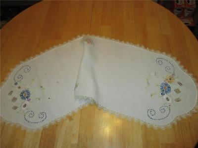 Vintage Hand Embroidered Basket Of Daisy Flowers & Swirls Table Runner