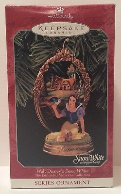 Hallmark Keepsake Ornament Walt Disney's Snow White and The Seven Dwarfs 1998