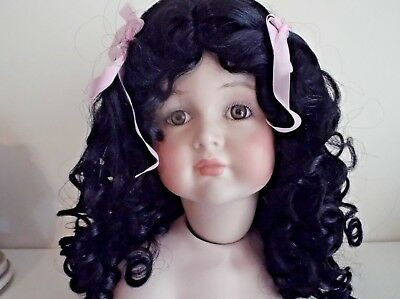 DOLLS WIG IN BLACK  CURLY WIG WITH CENTRE PARTING RIBBON DETAIL Code ERICA ta3