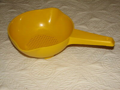 Vintage Tupperware #1200 Yellow 1 Quart Strainer with handle