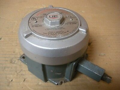 United Electric Type J110A , 266 Pressure Switch , Damaged