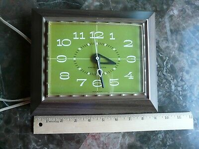 Vintage General Electric Wall Clock in Working Condition Model 2164
