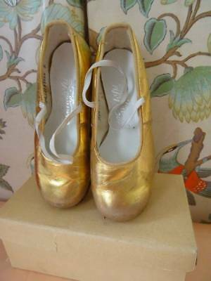 Stunning Pair Vintage Harrod's Nordic Kiltie Child's Gold Shoes Late 1950's (B)