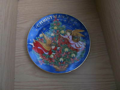 "Avon 1995 Christmas Collector's Plate ""Trimming The Tree"" no box"
