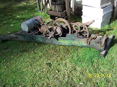 Antique Wade Dragsaw W/Hit and Miss Engine Made For Montgomery Wards AS IS