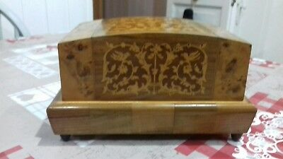 Vintage Wooden Musical Jewellery Box.