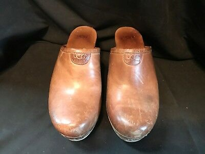 UGG  LEATHER Studed WOOD Clogs MULES Shoes 7 Womans  SHERPA S/N 1951 (A026)