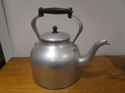Very Large 12 pint (6.819 litres) vintage AGA kettle good condition