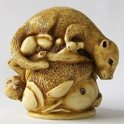 MPS Harmony Kingdom - QTs - Small Otters & Fish Figurine - Inspired by Netsuke