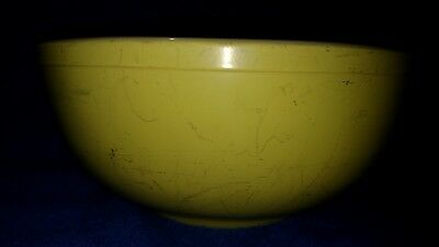 vintage yellow 4 qt. Pyrex 404 mixing bowl used