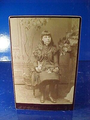 1880s CABINET CARD Photo YOUNG GIRL w PET CAT On Her Lap