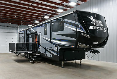 2018 Jayco Seismic  Fifth Wheel Toy Hauler 4212