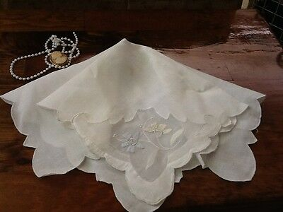 """Vintage Style Fabric Doily With Cutwork and Applique - White - Esquisite -8"""" NC1"""