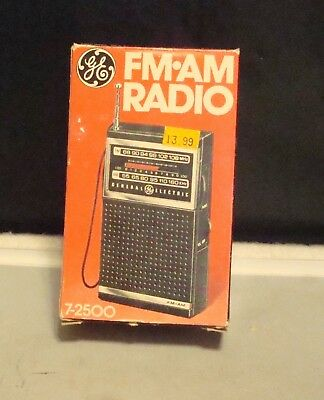 Vintage General Electric GE Portable Handheld AM/FM Radio 7-2500 w/box ~ works