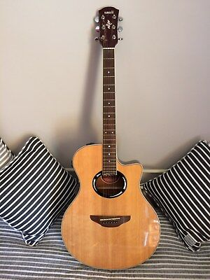 YAMAHA APX 500 NT electro acoustic guitar with padded soft case