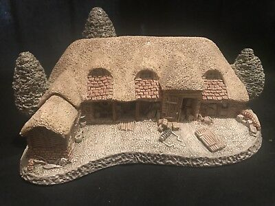 David Winter Tythe Barn Made And Handpainted In Great Britian  - Autographed