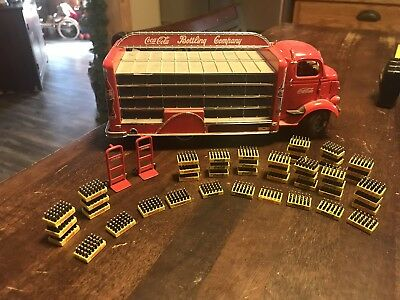 Danbury Mint 1938 GMC Coca-Cola Delivery Truck With 2 Dolly And 46 Cases